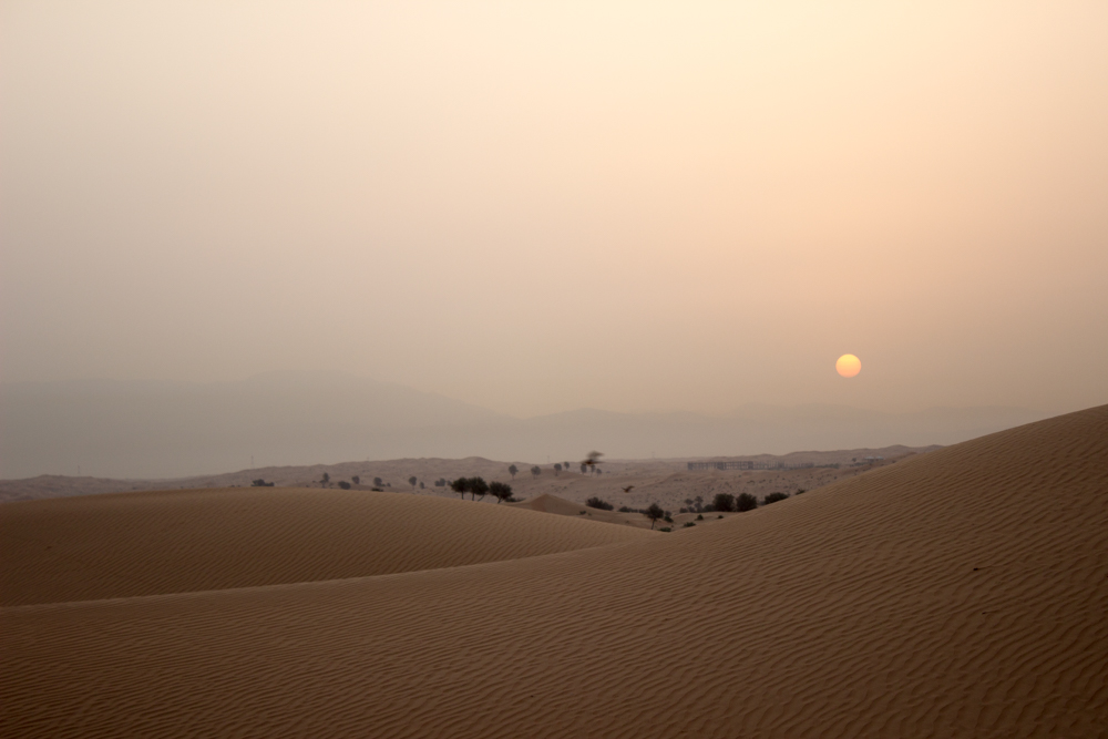 Aavikon auringonnousu